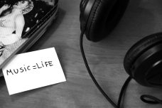 black-and-white-headphones-life-3104